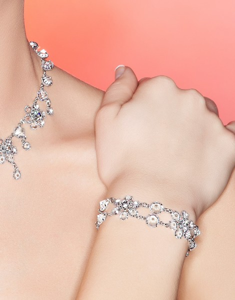 Armband aus Kristallsteinen