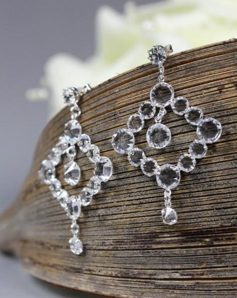 Lange Ohrringe aus Kristall